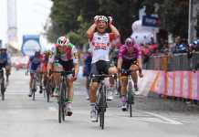 Caleb Ewan Giro de Italia et. 8 (Ph. Giro d'Italia) Escarabajos colombianos