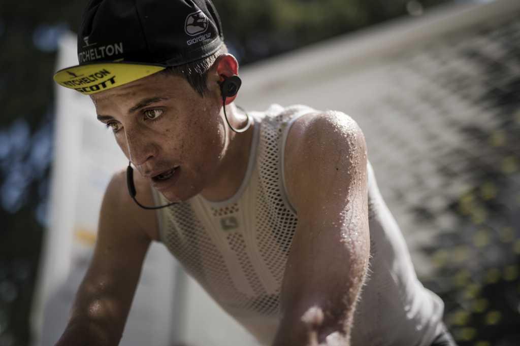 Esteban Chaves Giro de Italia (Ph. Mitchelton Scott tw) - Escarabajos Colombianos