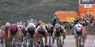 Fernando Gaviria - Elia Viviani Etapa 3 Giro de Italia (Ph. Giro d'Italia tw) - Escarabajos Colombianos
