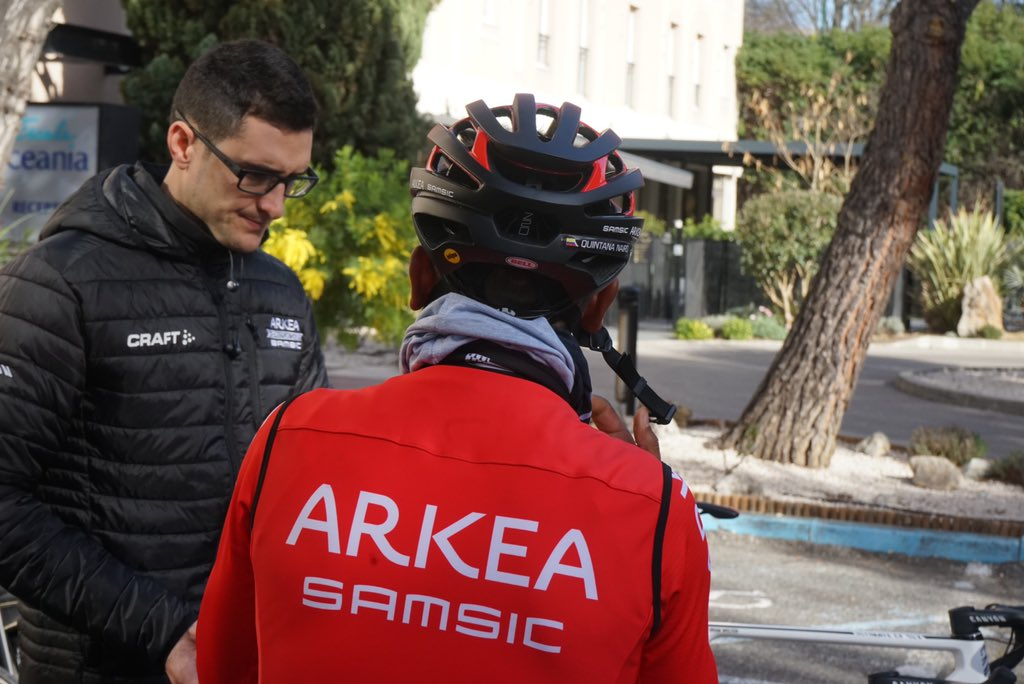 Nairo Quintana de espaldas Arkea