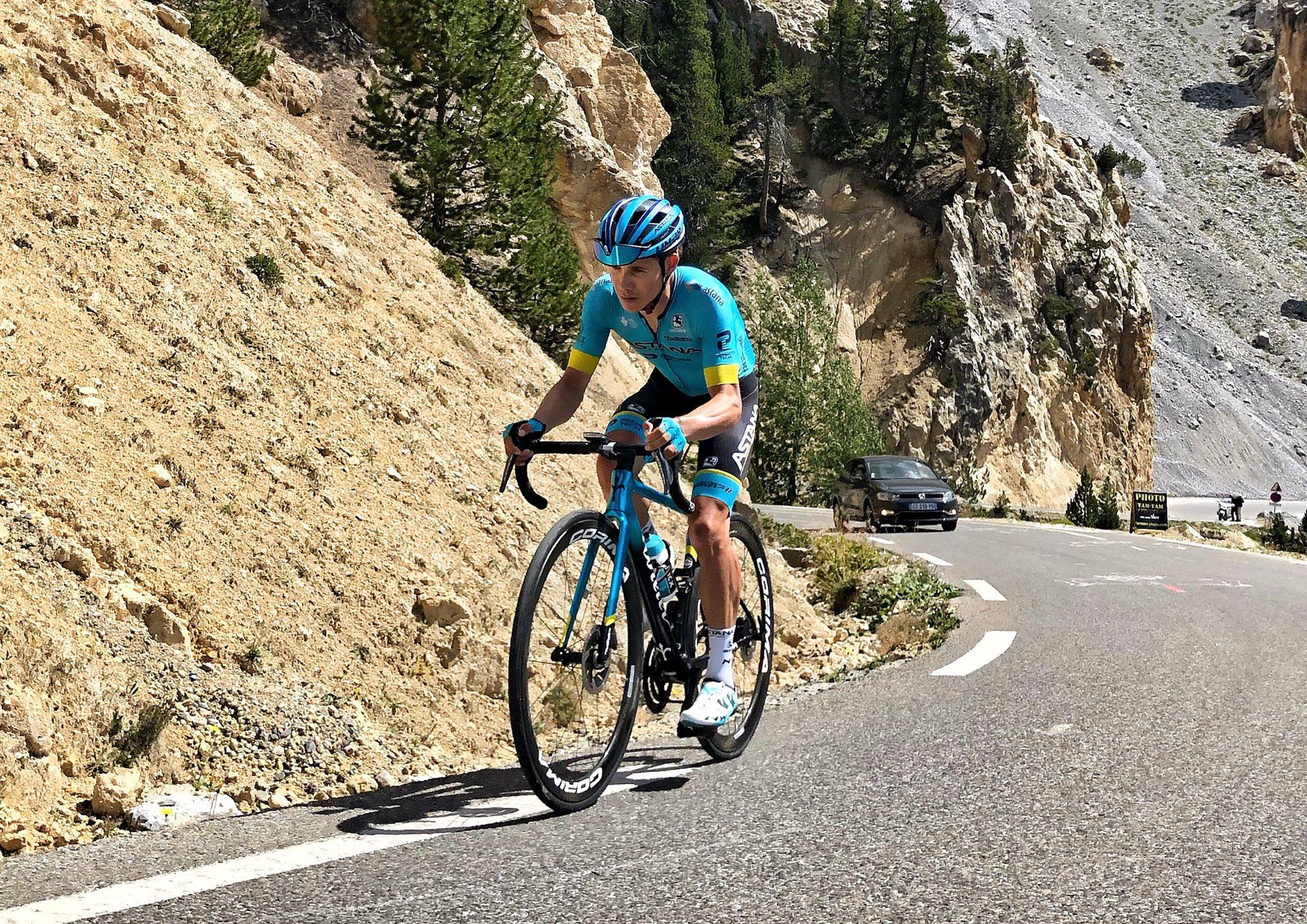 Miguel Ángel López entrenamiento Astana Tour 2020 - ph. Astana - www.ciclismocolombiano.com