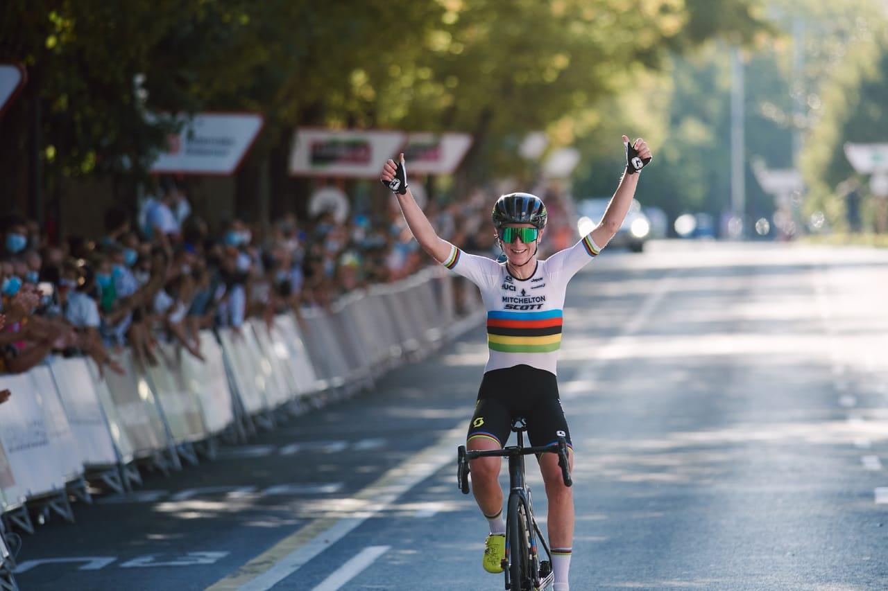 Annemiek Van Vleuten al Movistar Team 2021 - ph. Movistar Team - www.ciclismocolombiano.com
