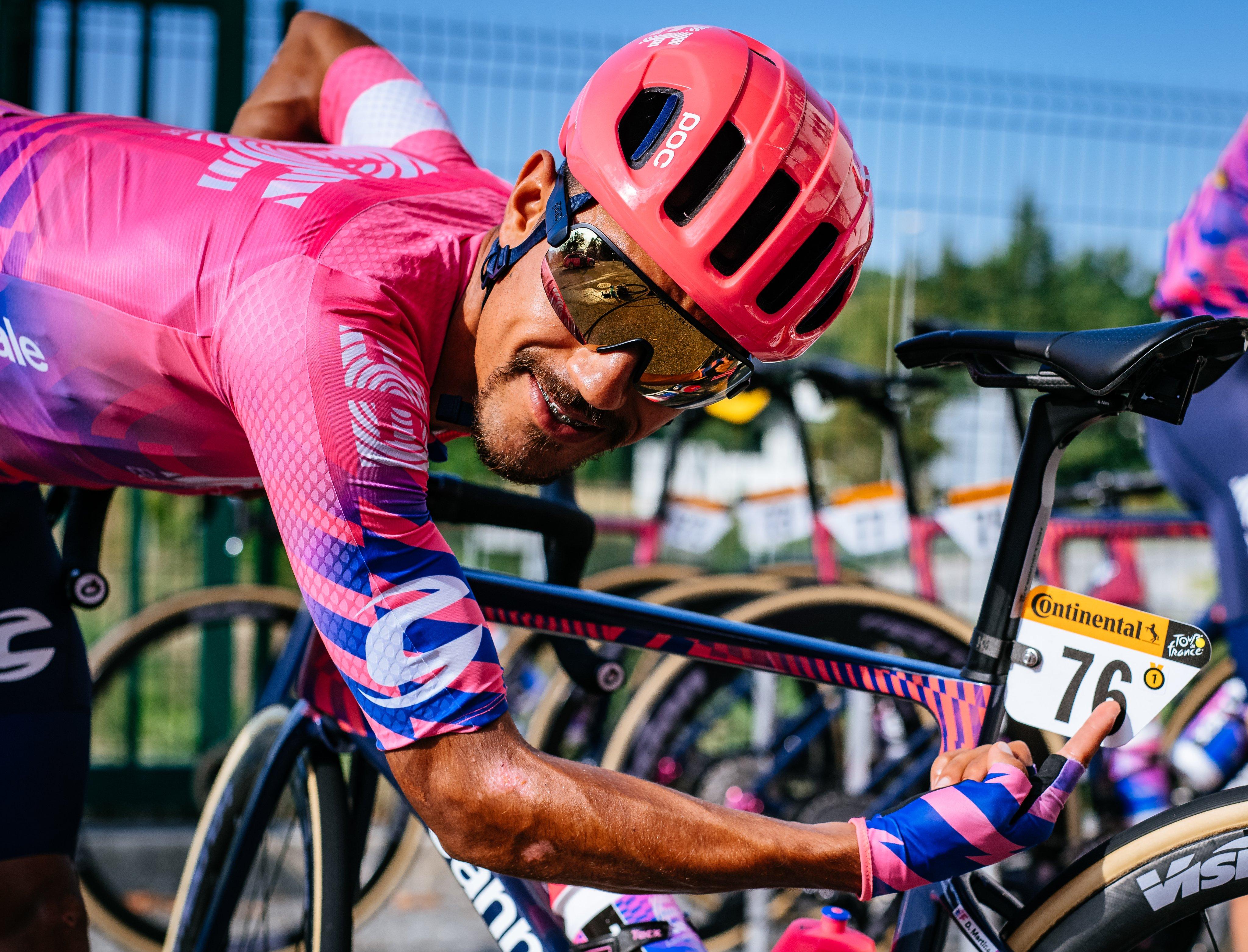Daniel Felipe Martínez pierde su bicicleta contrarreloj