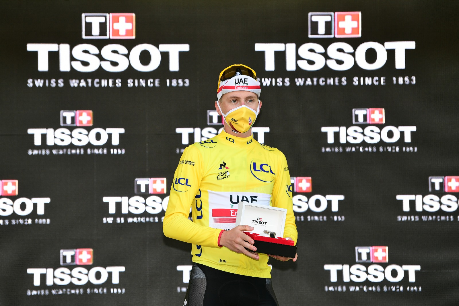 Gesto roglic Pogacar Tour de Francia 2020 ph Tw Tour de Francia col