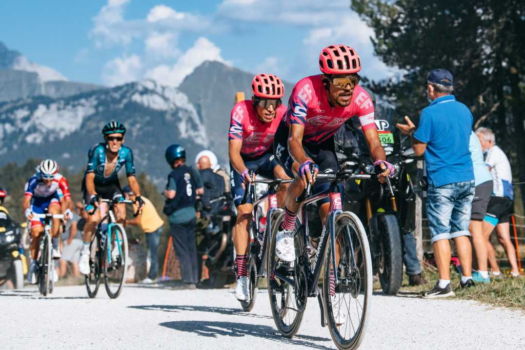 Rigoberto Urán Daniel Martínez Tour de Francia 2020 etapa 21 - ph EF Pro Cycling - www.ciclismocolombiano.com