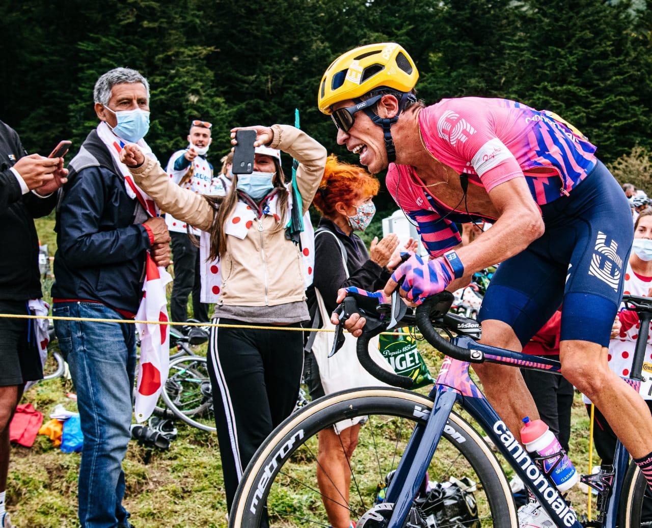 Rigoberto Urán dramático momento etapa 17 Tour de Francia 2020