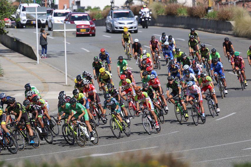 Ciclista colombiano 22 años 3 equipos WorldTour