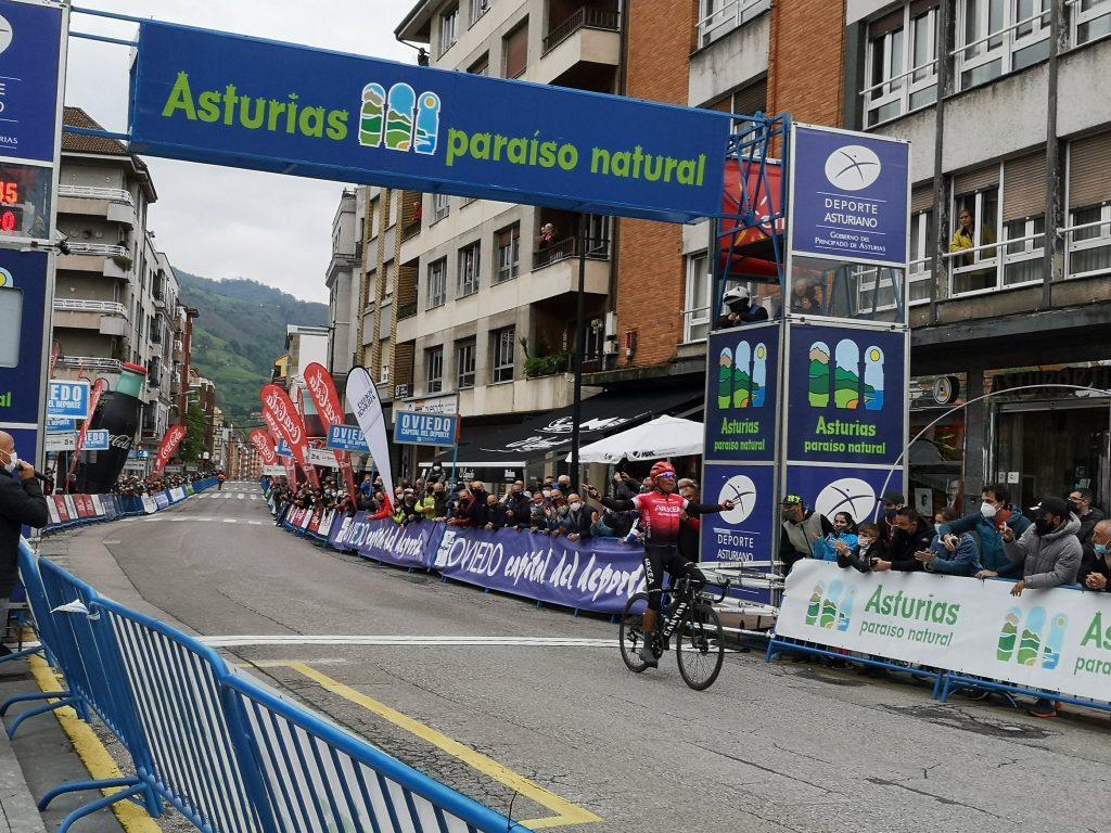 Nairo Quintana video remate etapa 1 Asturias 2021