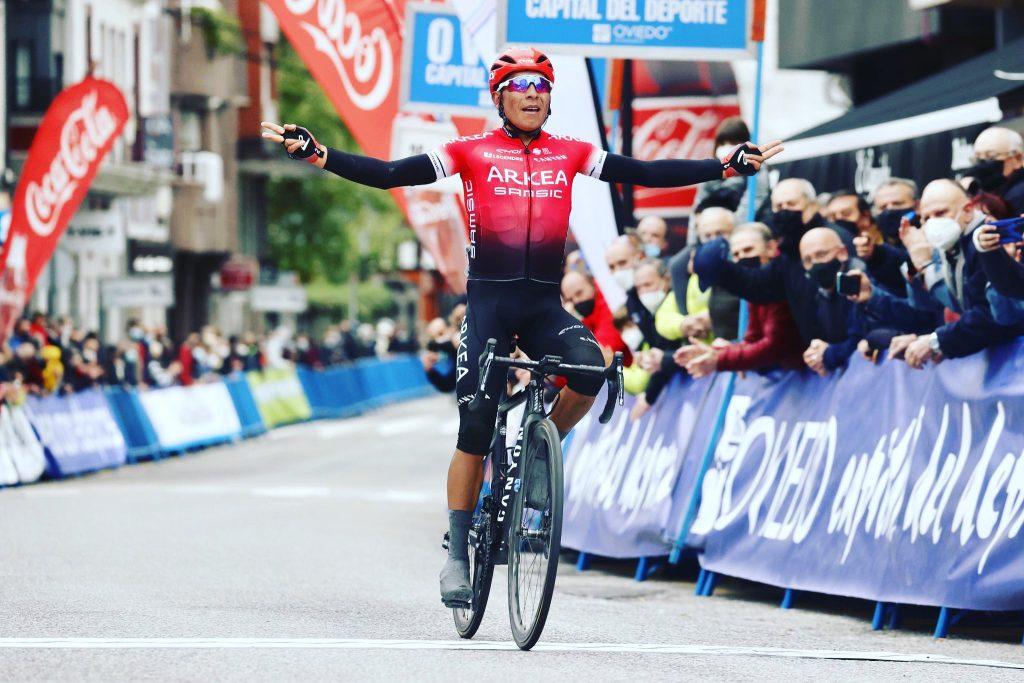 Dayer Quintana habla tras ayudar a su hermano Nairo a ser bicampeón de la Vuelta Asturias 2021 foto