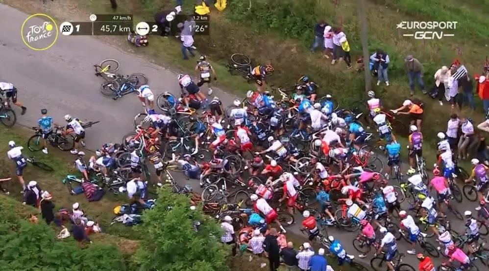 Esta fue una de  las dos caídas masivas durante la etapa 1 del Tour de Francia 2021
