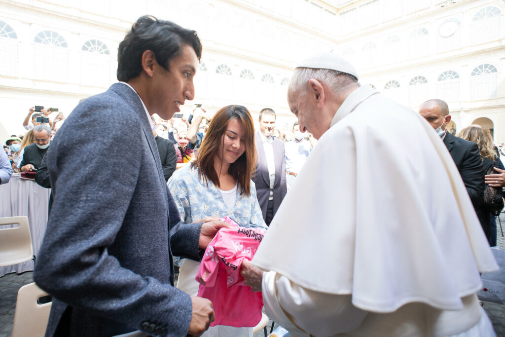 Egan Bernal comparte un mensaje para Colombia sobre su visita al Papa Francisco