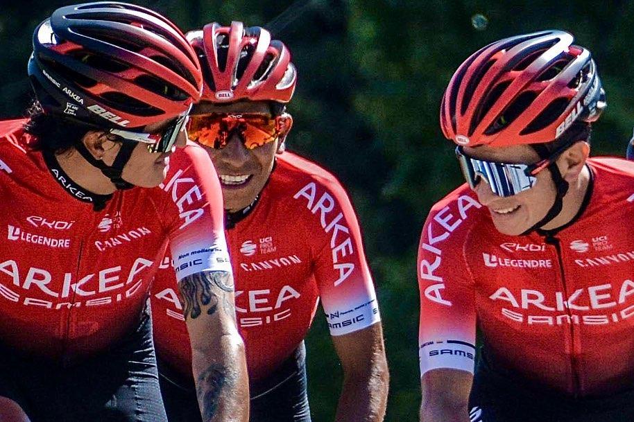 Winner Anacona, Dáyer Quintana y Nairo Quintana en un entrenamiento con los colores del Arkéa Samsic