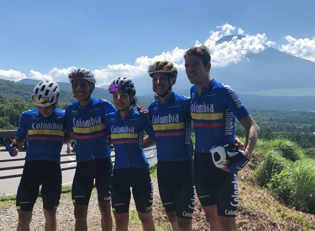 Nairo Quintana Rigo Urán Chaves Patiño e Higuita atras el Monte Fuji