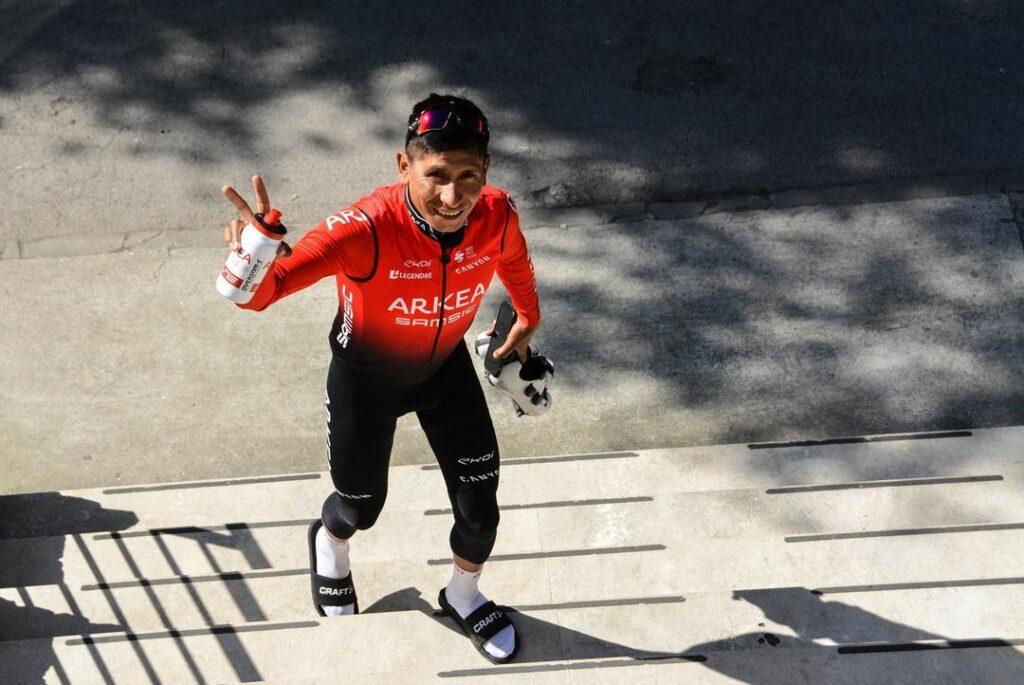 Nairo Quintana Arkea subiendo escaleras