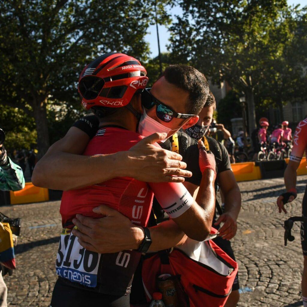 Nairo Quintana abrazando