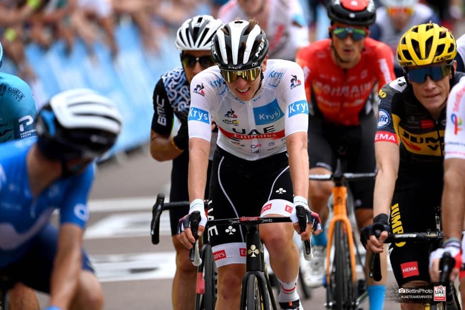 Tadej Pogacar al finalizar la etapa 7 del Tour de Francia 2021 exhausto