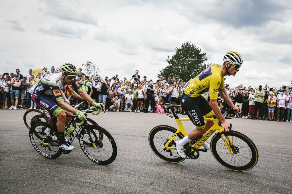 Mathieu Van der Poel con la camiseta amarilla
