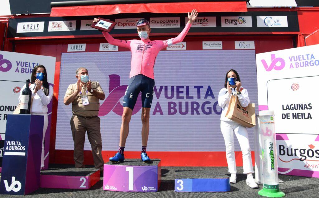 Hugh Carthy en podio de Burgos