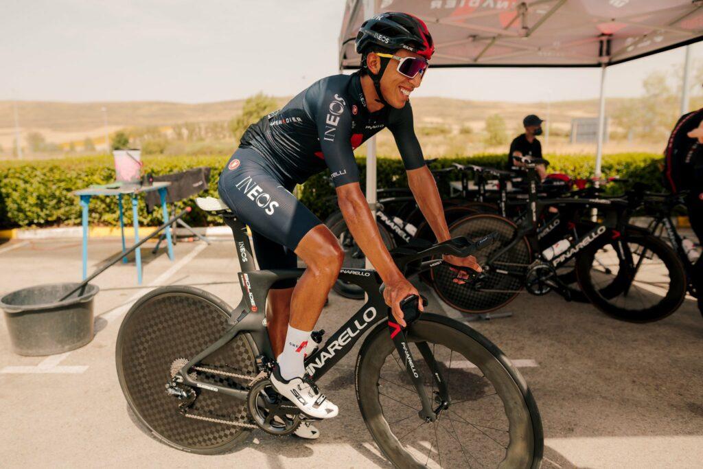 Egan Bernal llegando a La Vuelta 2021