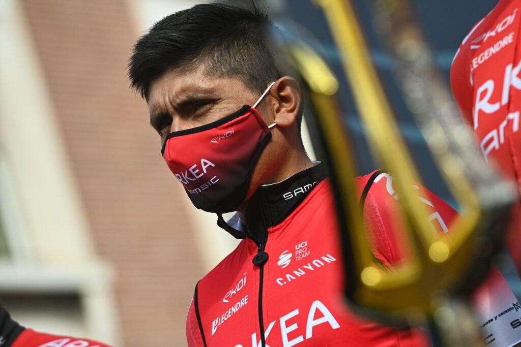 Nairo Quintana con el título de la Tirreno