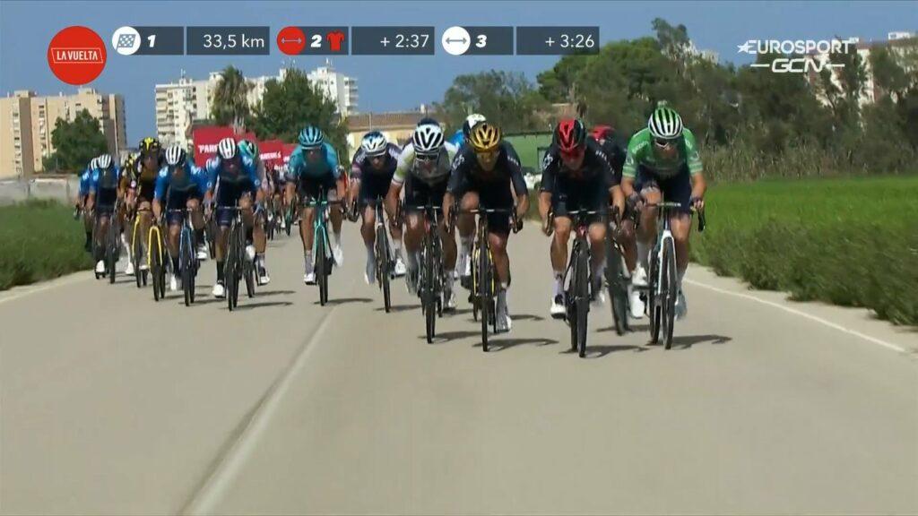Peloton en abanicos etapa 6 Vuelta 2021