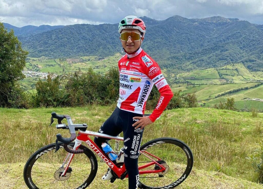 Santiago Umba podio Tour de Savoie Mont Blanc 2021 Alexander Cepeda