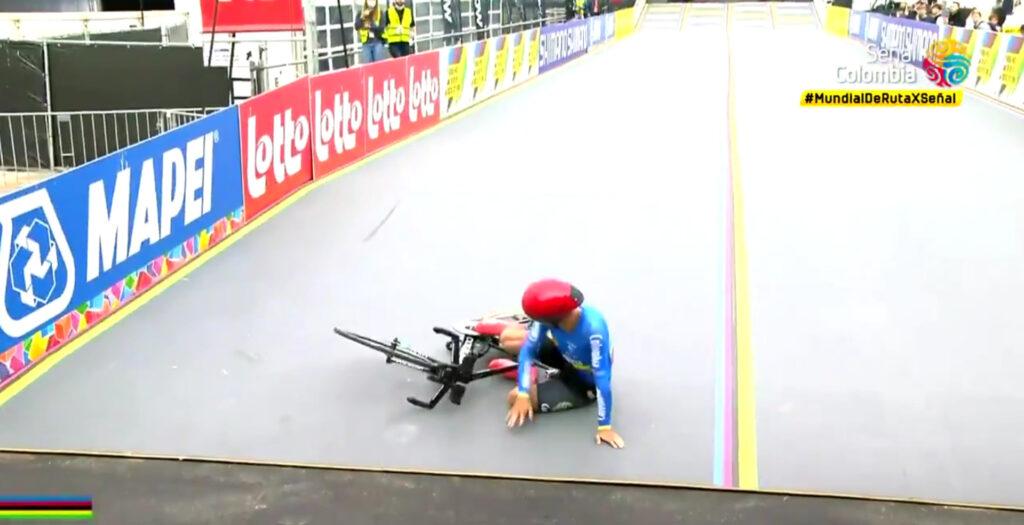 Ocampo en el piso por caída