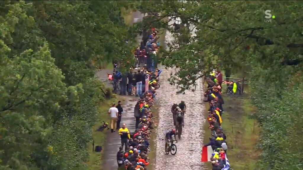 París Roubaix 2021 Ineos atravesado