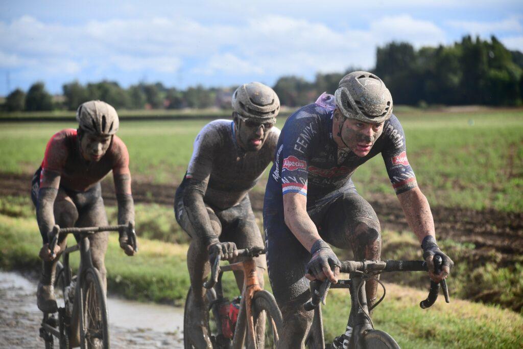 París Roubaix 2021 Van der Poel con barro