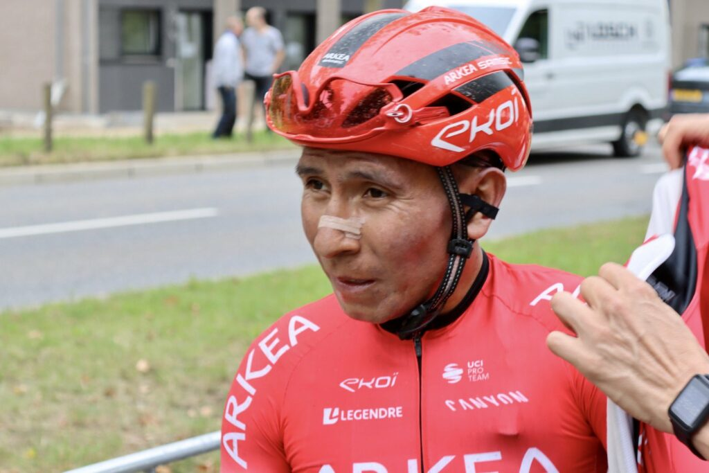 Nairo Quintana mirando al frente