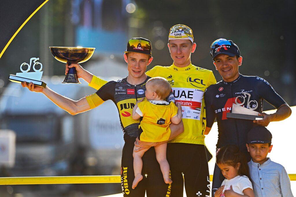 Tour Francia podio con Carapaz